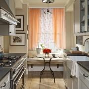 Какой длины должны быть шторы на кухне?